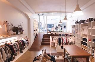 A Patinho Azul vende roupas de fabrico nacional