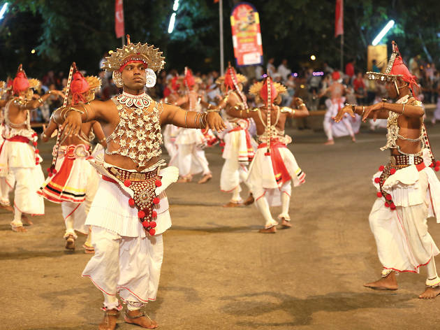 Kandyan Ves dancers enthrall the crowds