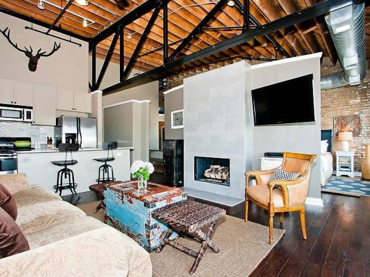 Sunny loft life in Forest Park
