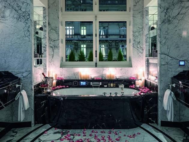 The Best Paris Hotels With Jacuzzis