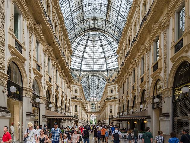 Galleria Vittorio Emanuele Ii Shopping In Milan