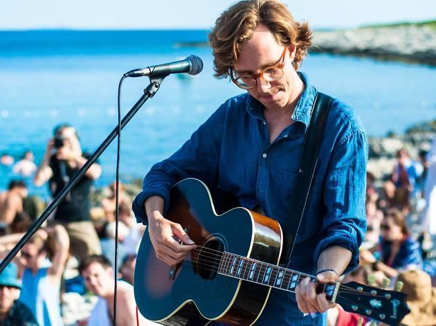 Erlend Øye vuelve a la CDMX para presentar su show con guitarra y ukulele