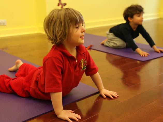 Clases de yoga para niños en Corazones Sabios