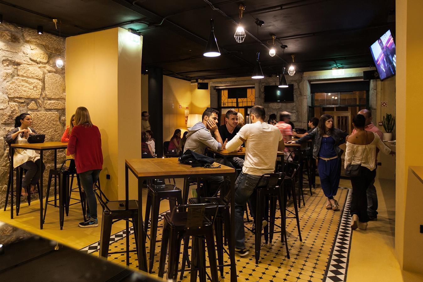 portus bar