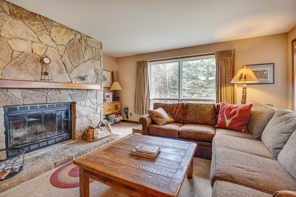 Ski In, Ski Out Condo With Shared Pool, Hot Tub and Sauna in Dov