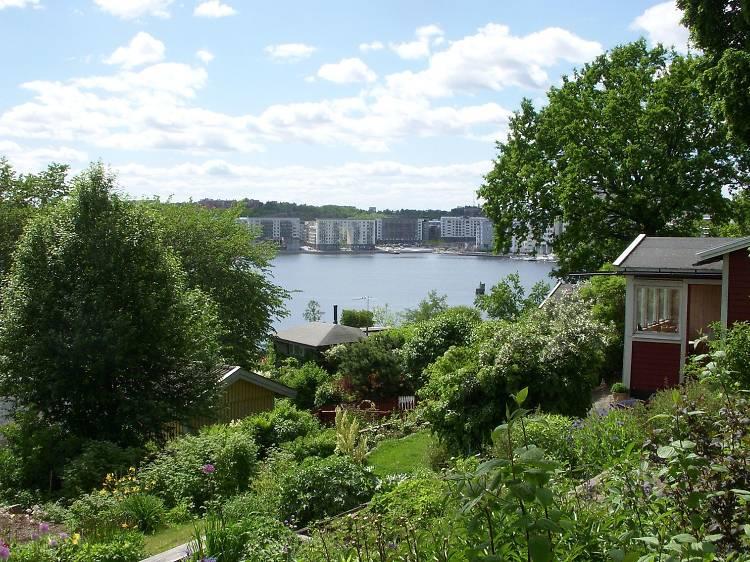 Tantolunden's hidden hillside gardens