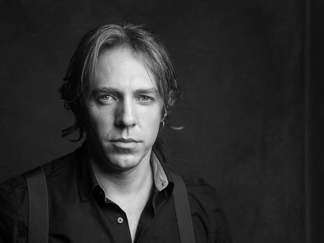 Nando Pradho es Javert en Los Miserables México de OCESA