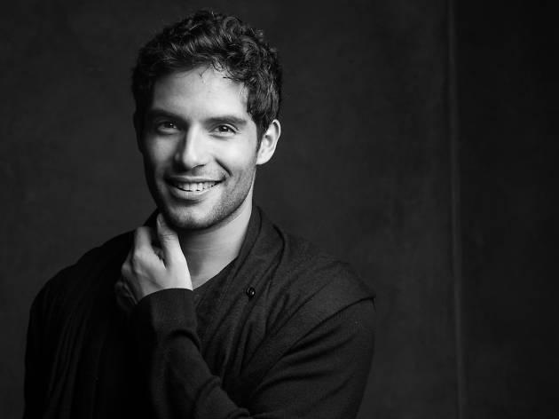 Agustín Argüello es Marius en Los Miserables México