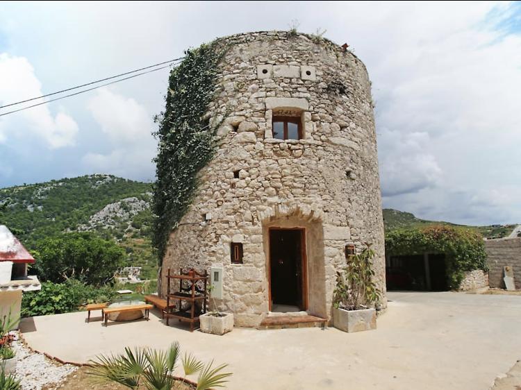 A round tower in Hvar