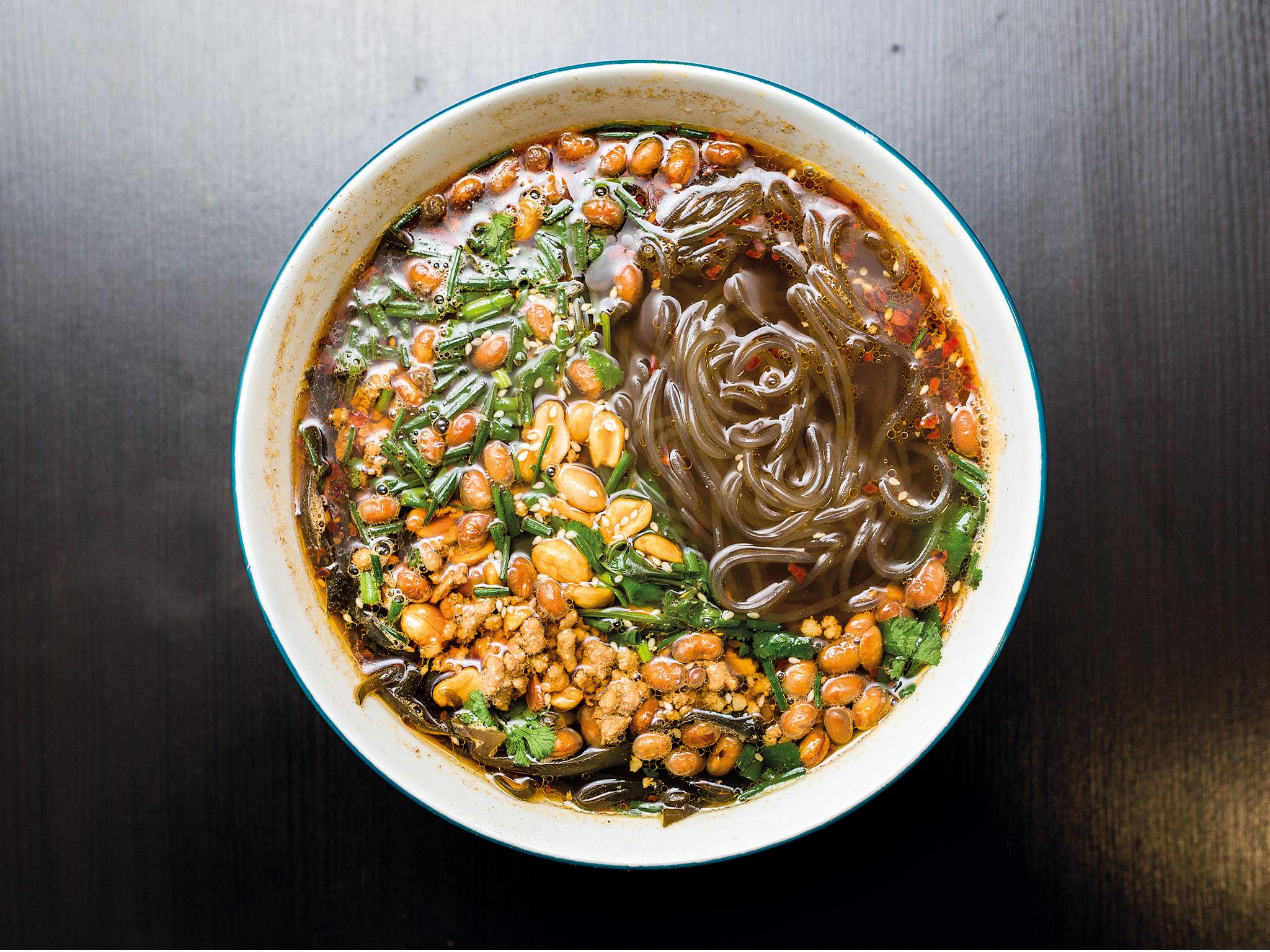 Sopa de noodles de batata doce, no Pangzi