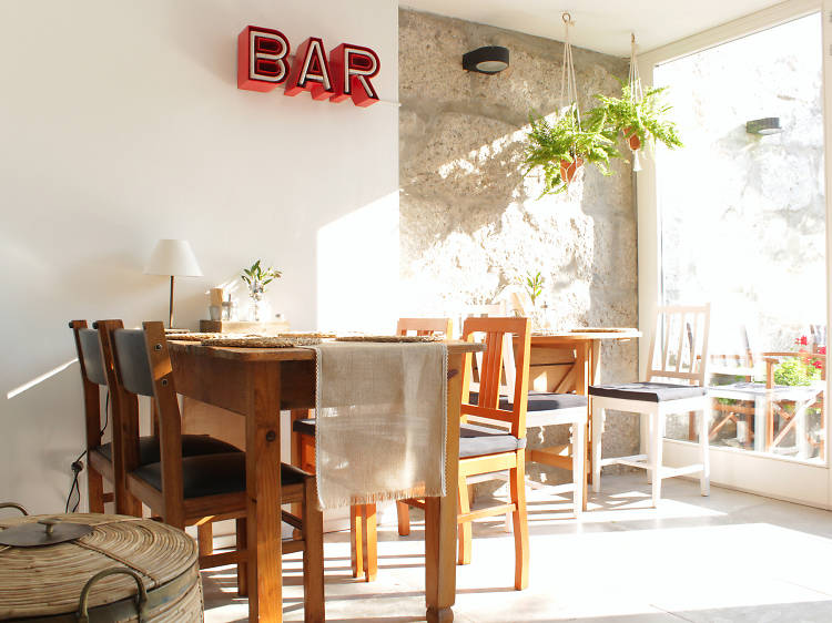Os melhores sítios para comer e beber na Rua do Bonjardim