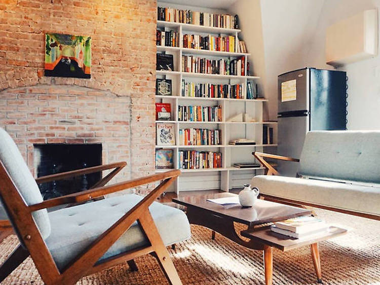 Cozy Spacious Loft Convenient to City