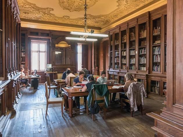 Tertúlia na Biblioteca Camões