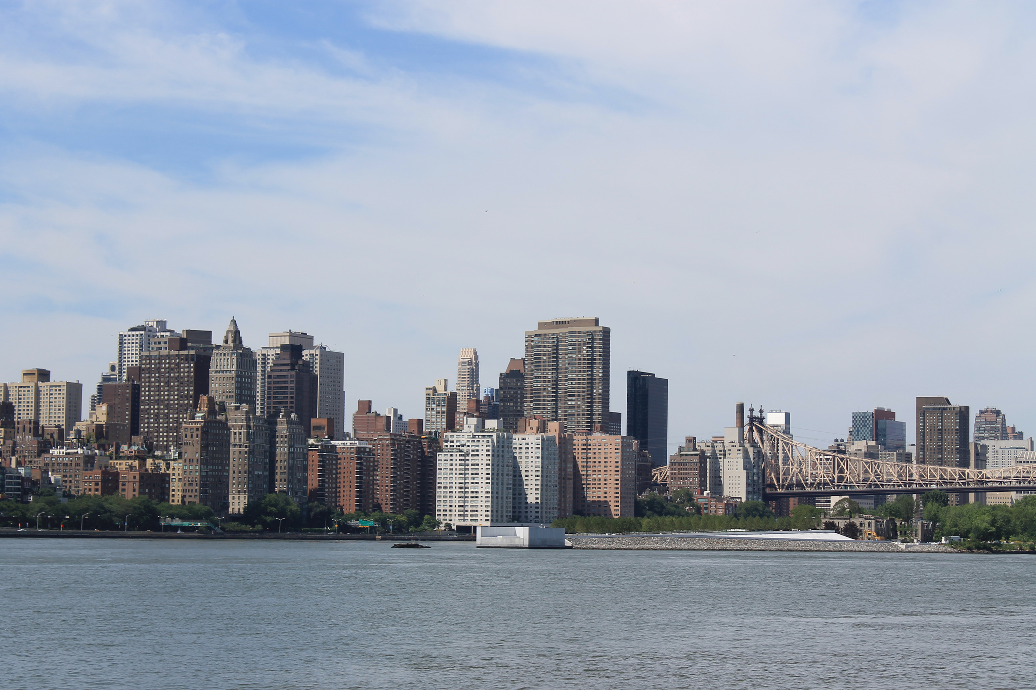 Group wants to build a floating bridge on the East River to help deal with the L train shutdown