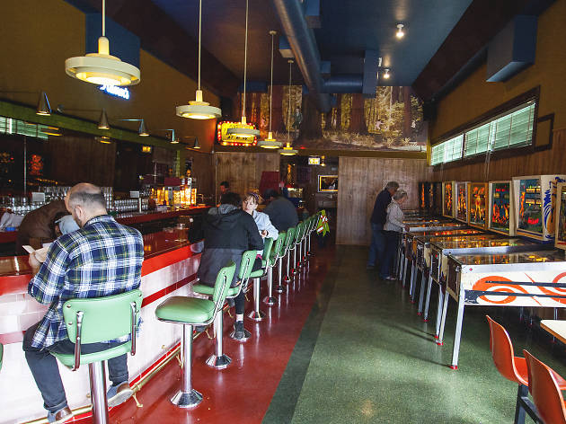 Walt's Bar is Eagle Rock's new retro-fabulous pinball bar
