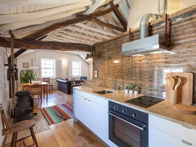 Rustic one-bed flat in the Bairro das Artes area