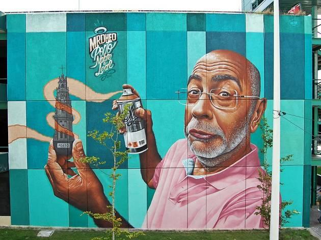 Mural da Trindade criado por Mr. Dheo
