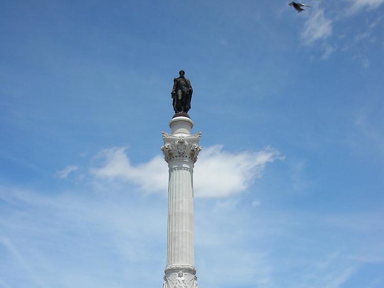 É verdade que a estátua que está no Rossio é de um imperador mexicano?