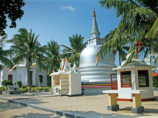 Take a boat to Nainativu in Jaffna and visit the Nagadeepa Purana Viharaya,