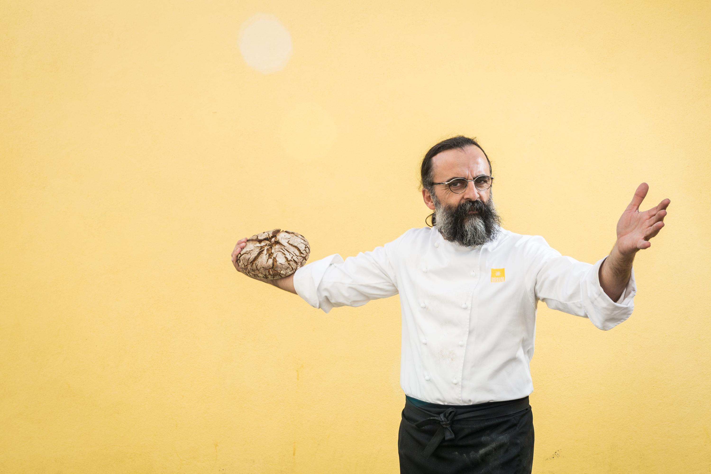 """Mário Rolando: """"Respeito todo o pão. Mas não como qualquer pão"""""""