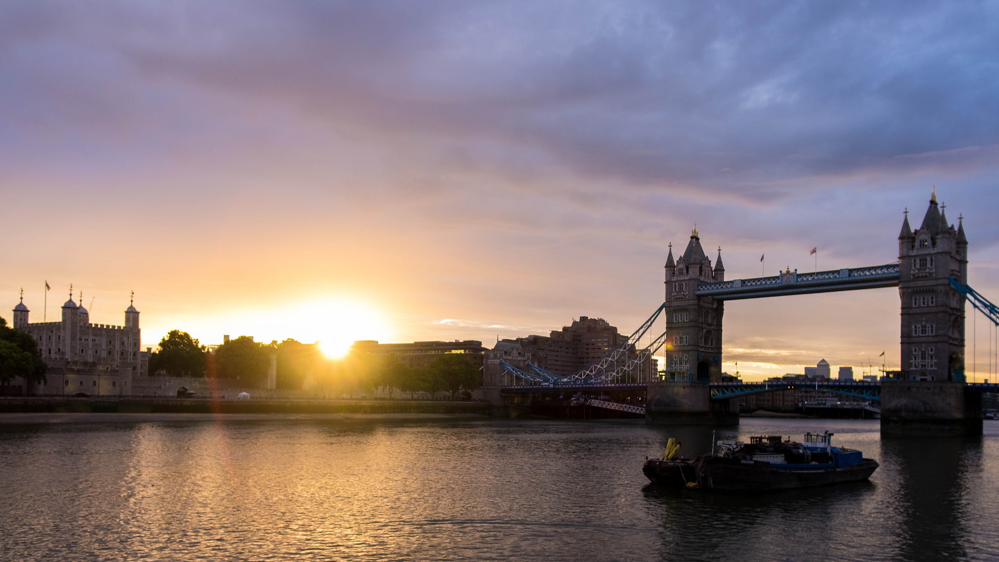 8 atmospheric photos of London sunrises