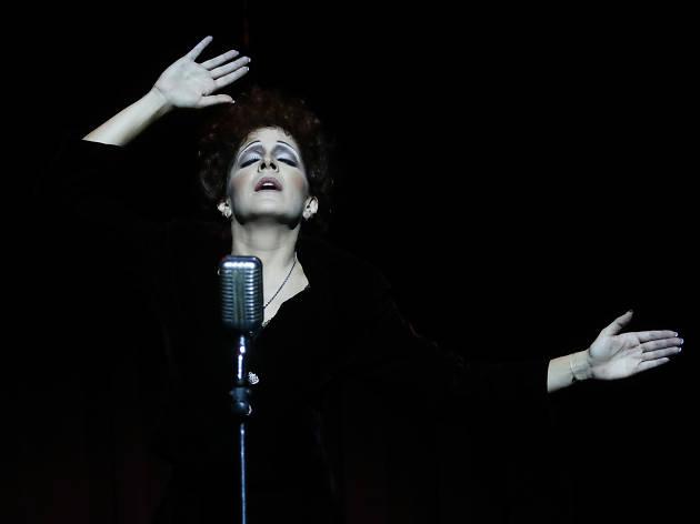 Piaf, voz y delirio en el Teatro Moliere