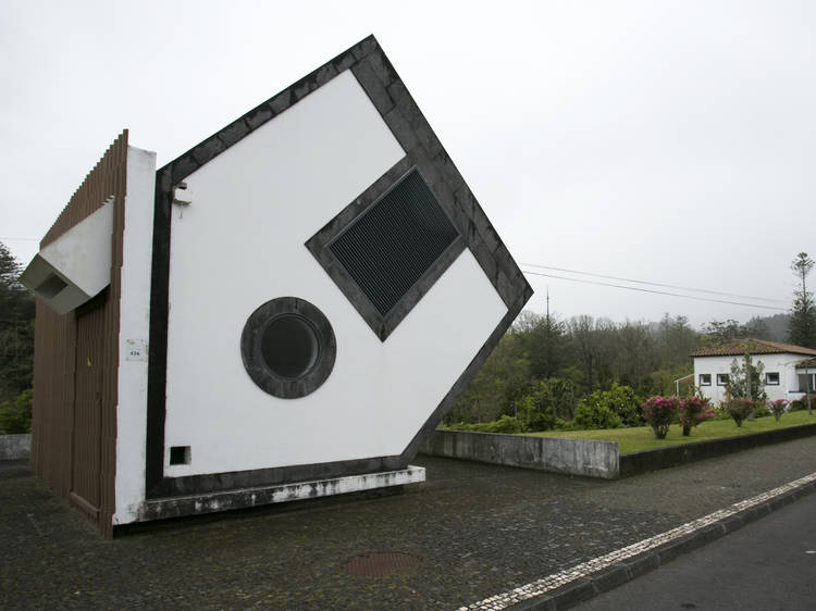 Take a picture of the Fallen House