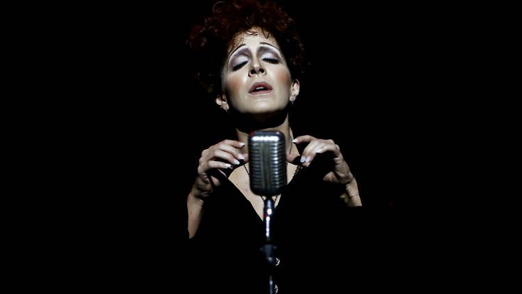 Piaf, voz y delirio es una de las obras de teatro sobre mujeres que nos inspiran