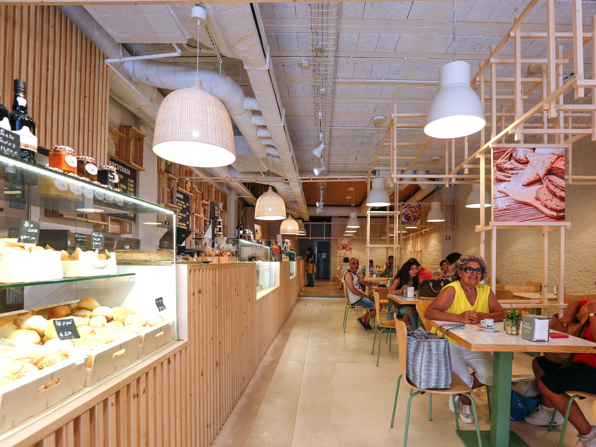 Os melhores sítios para comer e beber na Rua Senhora da Luz