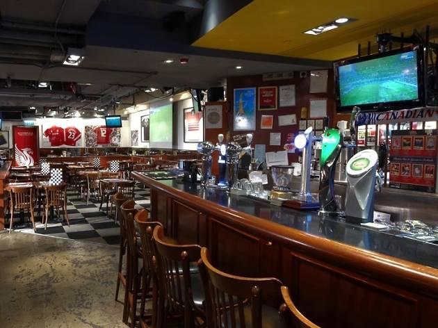 Champs sports bar