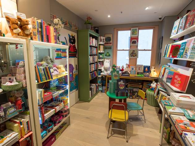 Inside at Ariel Booksellers
