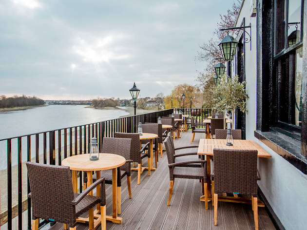 old ship, riverside pubs london, hammersmith