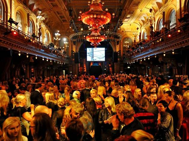Watch a gig at 19th century music venue Berns
