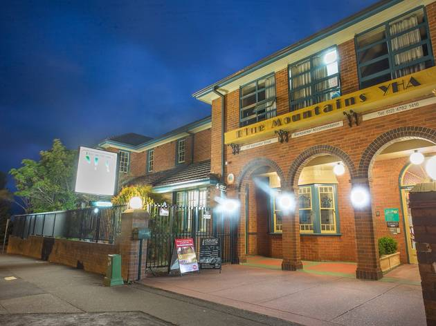 9.30pm Stay at the Blue Mountains YHA