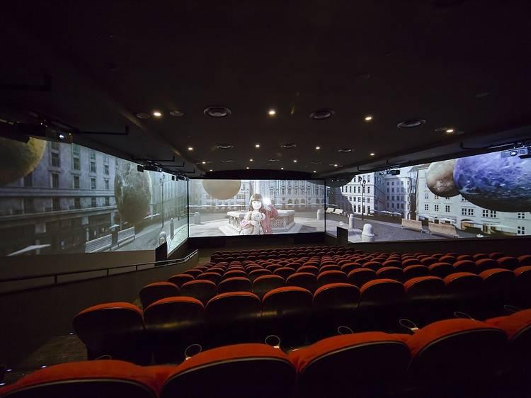 東京、最新設備の映画館