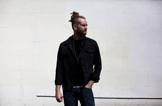 Newton Faulkner poses for the camera