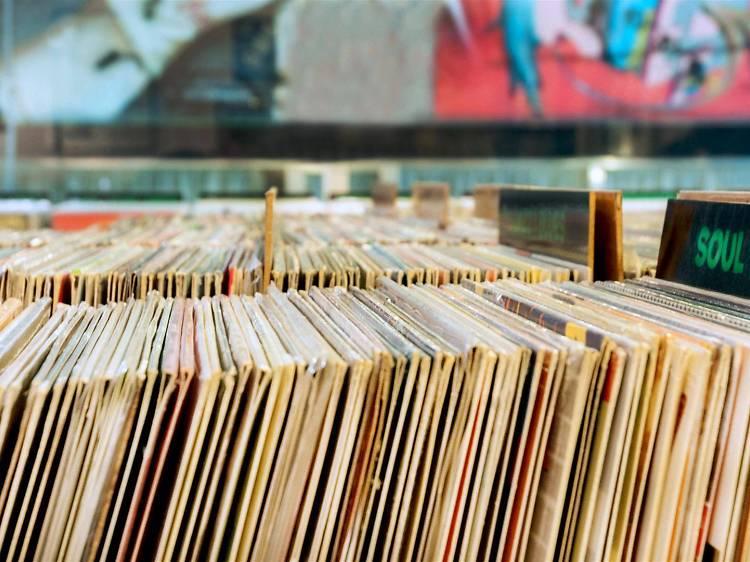 As melhores lojas para comprar discos de vinil no Porto