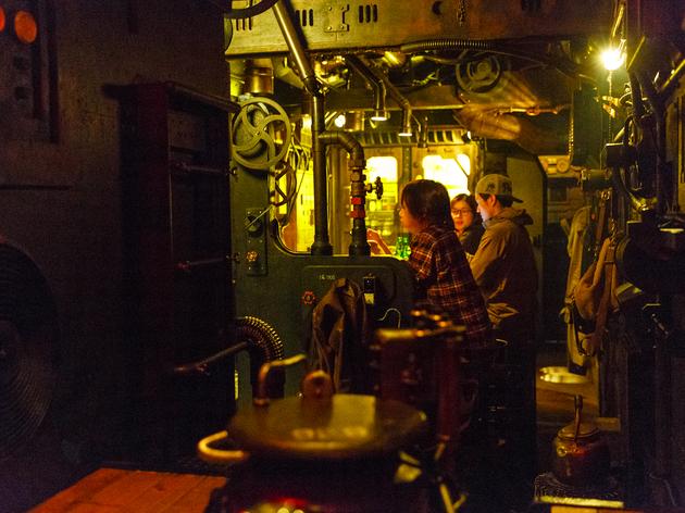 24時:ジントニックは潜水艦で飲む。