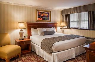 The Radnor Hotel is a great option in Wayne for parents visiting students at nearby Villanova