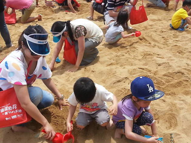 Discovery Bay Easter Egg Hunt on the Beach 2018