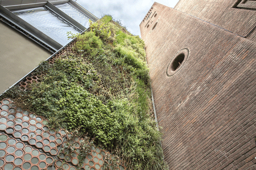Jardín vertical del Teatre del Raval