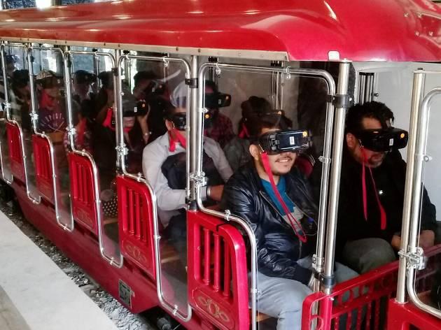 La Maquina Del Tiempo De Cantinflas Llega A La Feria De Chapultepec