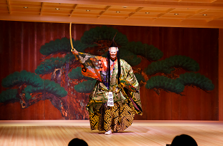 Watch traditional Japanese performance while dining on sushi at theatre-restaurant Suigian