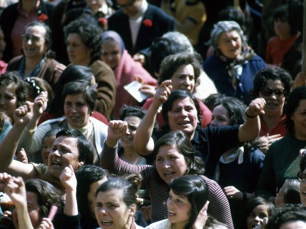 Elas também estiveram lá - quotidiano de resistência e de revolução de mulheres, abril em lisboa