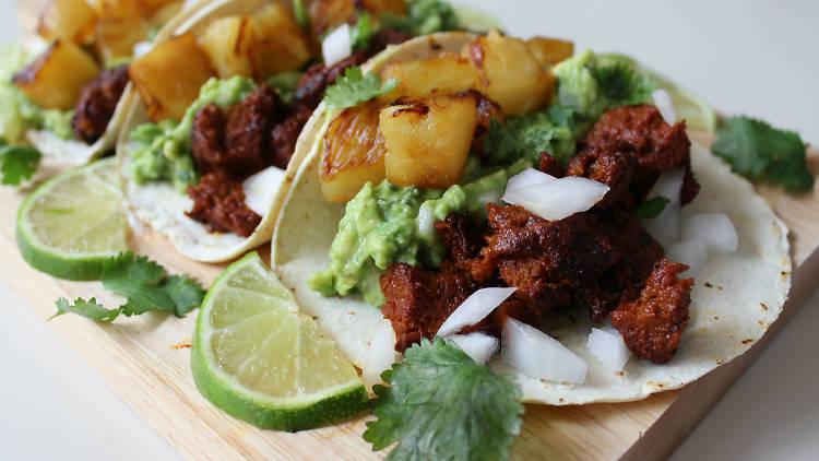 Tacos al pastor de seitán