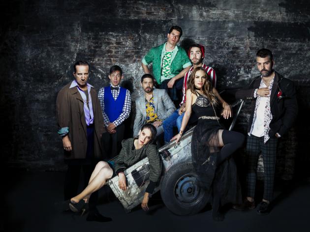 Se compran corazones o escaleras viejas que venda es la nueva obra de teatro de Arturo Serrano
