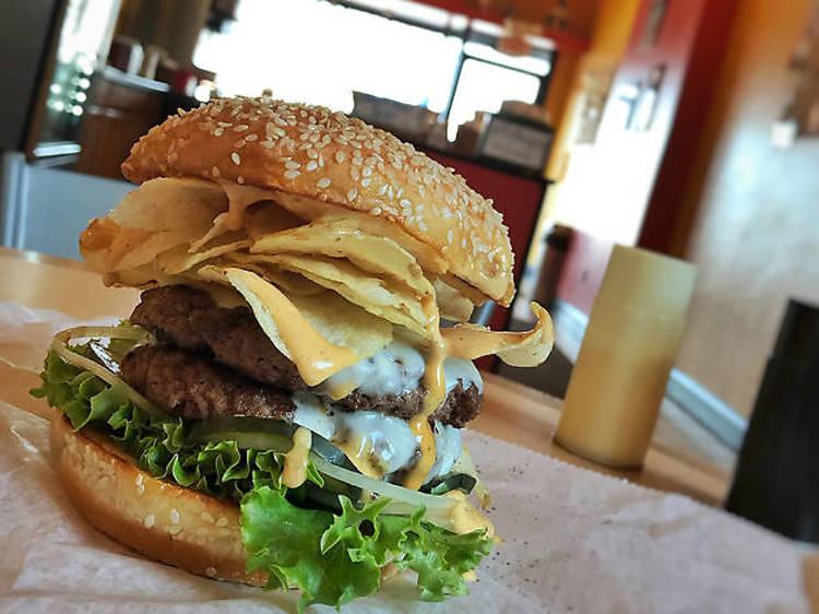 Connecticut: Gold Burger at GoldBurgers in Newington