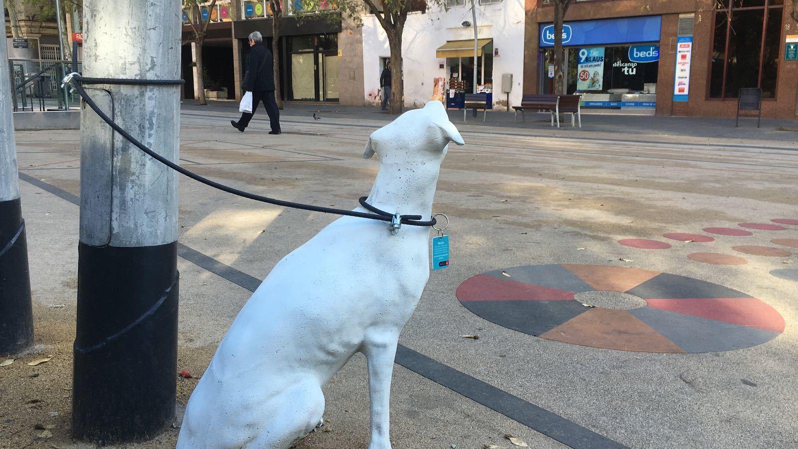 Estatuas de perros para adoptar en Barcelona