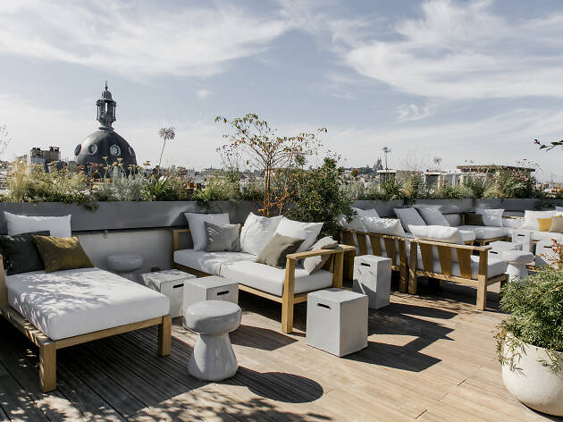 12 Best Rooftop Bars In Paris For Drinks With A View