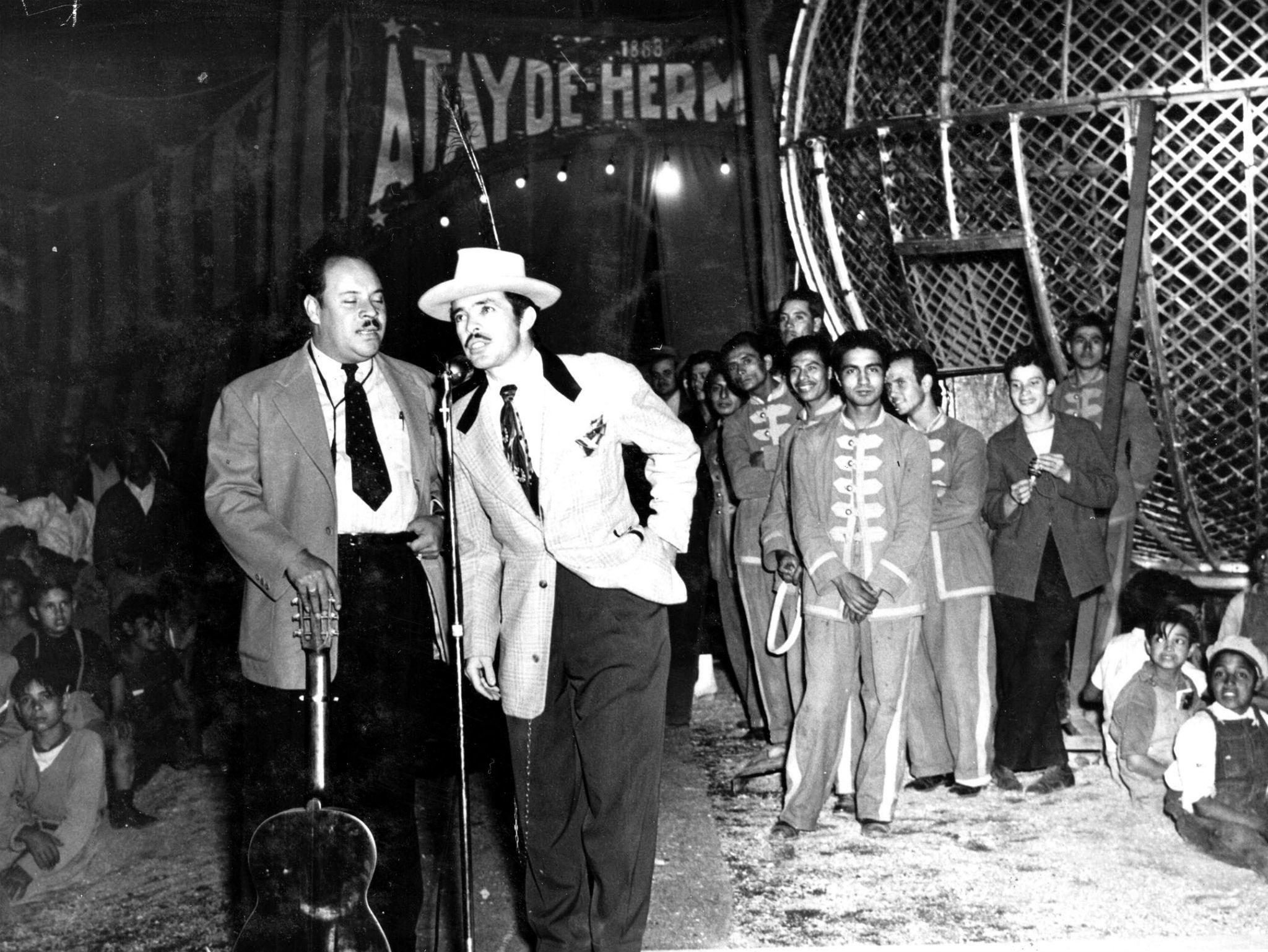 Tin-Tan y Marcelo en el Circo Atayde Hermanos